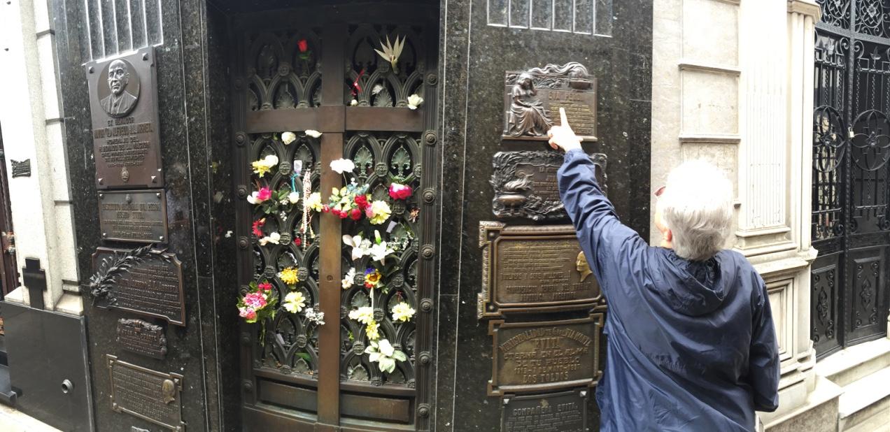VIP TOURS BA - EXPERIENCES IN BUENOS AIRES - RECOLETA CEMETERY